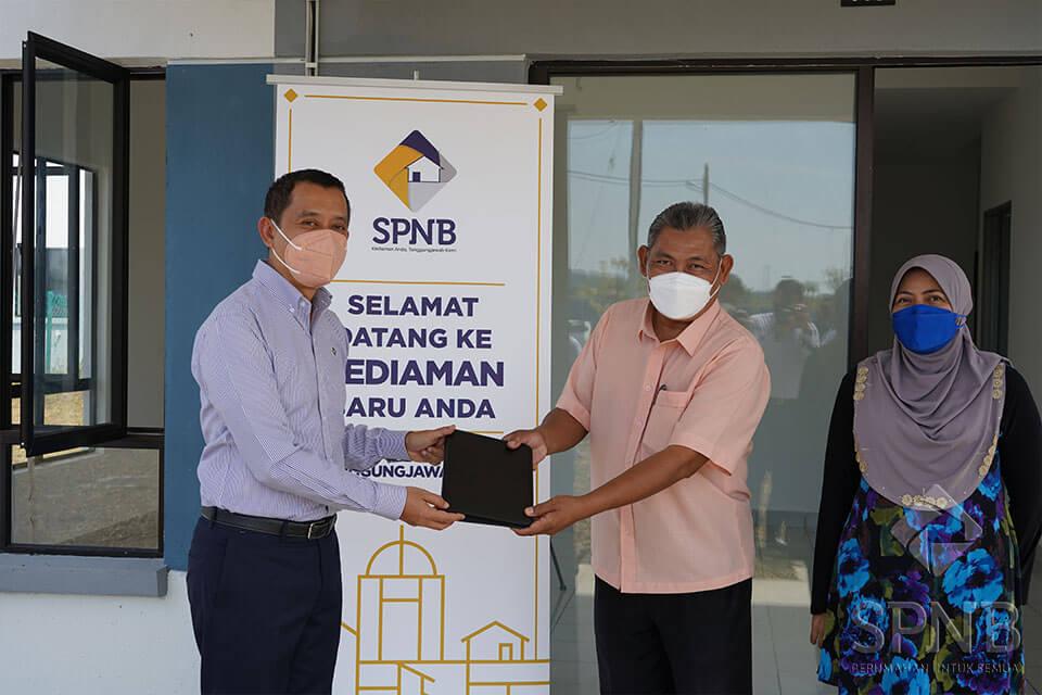 Image Penyerahan Kunci Kediaman SPNB Projek Perumahan Makmur